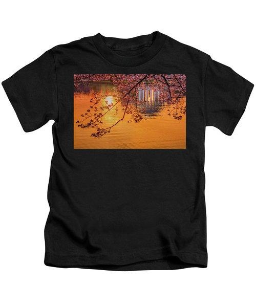Dawn At The Jefferson Memorial Kids T-Shirt