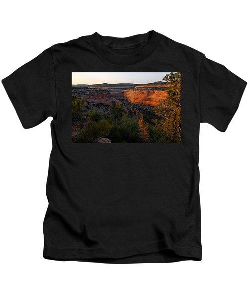 Dusk At Colorado National Monument Kids T-Shirt