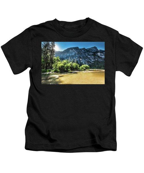 Eve Approaches- Kids T-Shirt
