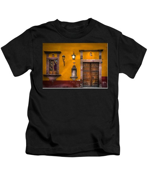 Face In The Window Kids T-Shirt
