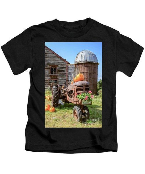 Harvest Time Vintage Farm With Pumpkins Kids T-Shirt