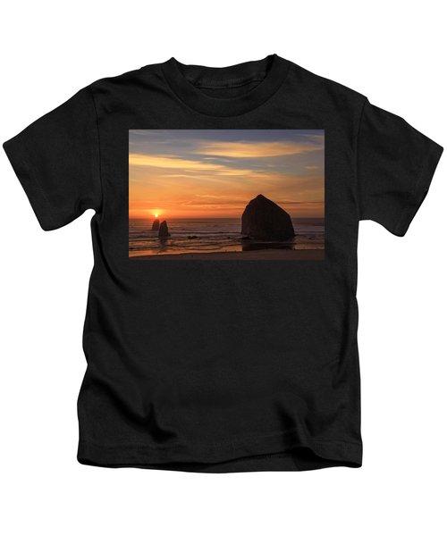 Haystack Rock Ocean Sunset, Cannon Beach, Oregon Kids T-Shirt
