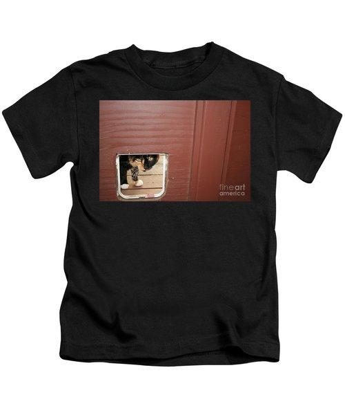 Curly Peeking Kids T-Shirt