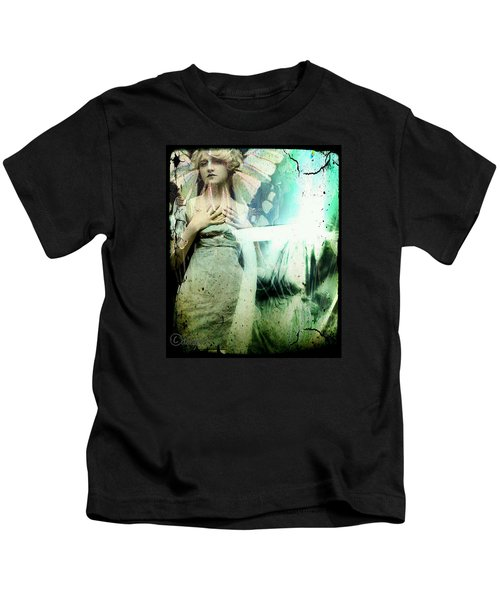 In Her Dreams She Could Fly Unfettered Kids T-Shirt