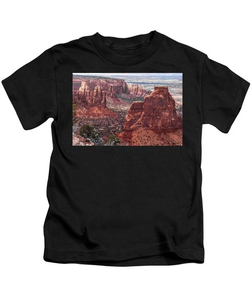 Independence Monument At Colorado National Monument Kids T-Shirt