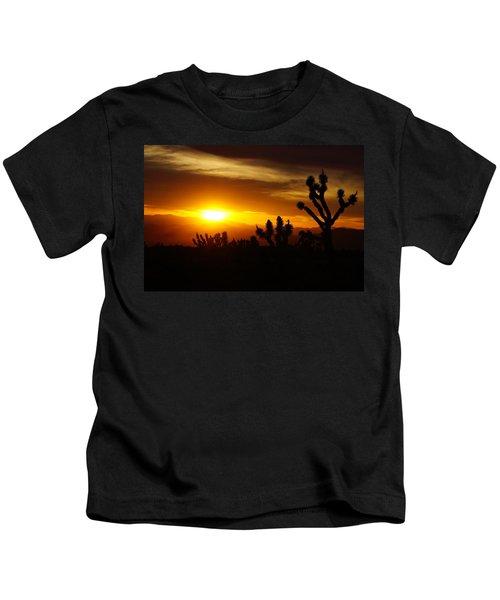 Joshua Tree Sunset In Nevada Kids T-Shirt