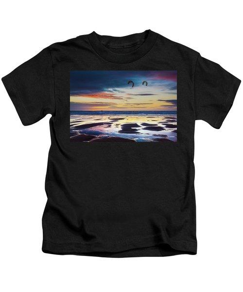 Kite Surfing, Widemouth Bay, Cornwall Kids T-Shirt