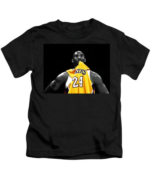 Kobe Bryant 04c Kids T-Shirt by Brian Reaves