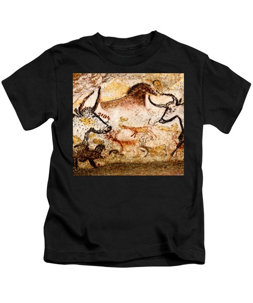 Lascaux Hall Of The Bulls - Deer Between Aurochs Kids T-Shirt