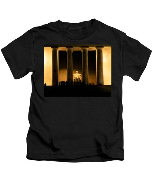 Lincoln Memorial Illuminated At Night Kids T-Shirt