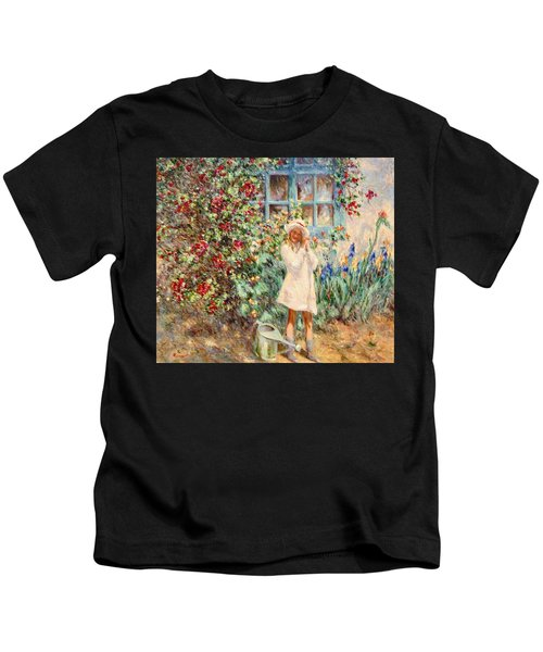 Little Girl With Roses  Kids T-Shirt