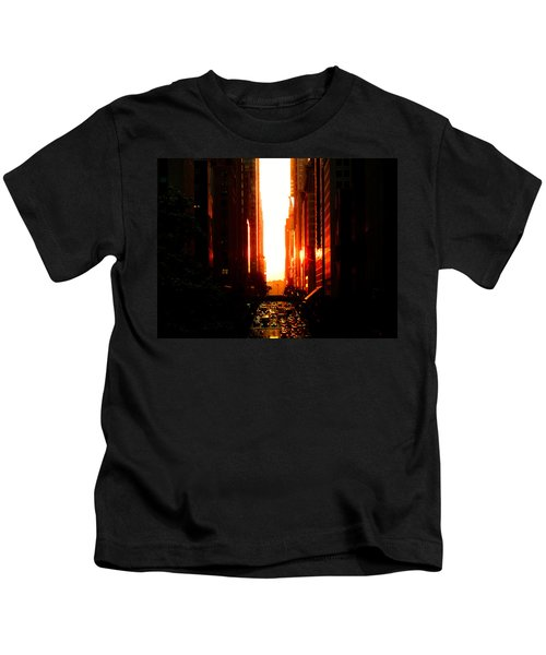 Manhattanhenge Sunset Overlooking Times Square - Nyc Kids T-Shirt