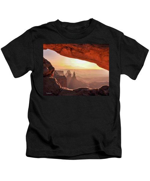 Mesa Arch At Sunrise, Washer Woman Formation , Canyonlands National Park, Utah Kids T-Shirt