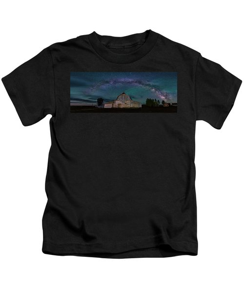 Milky Way Arch Over Moulton Barn Kids T-Shirt