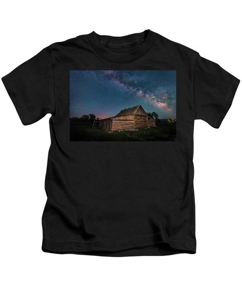 Milky Way Over Moulton Barn Kids T-Shirt