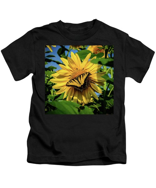 Male Eastern Tiger Swallowtail - Papilio Glaucus And Sunflower Kids T-Shirt