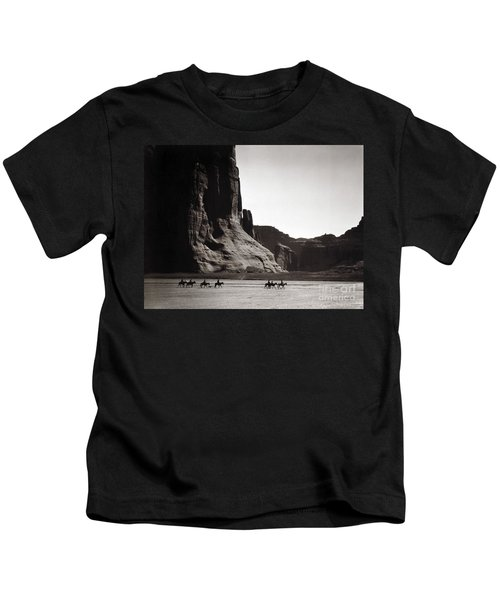 Navajos Canyon De Chelly, 1904 Kids T-Shirt