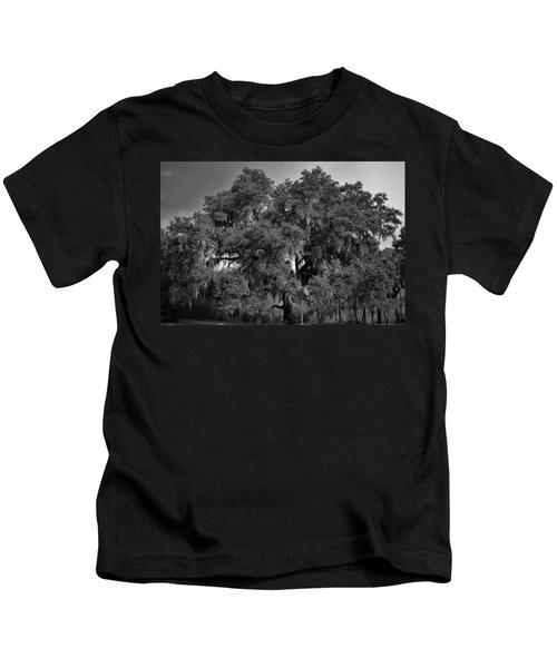Oak Tree With Spanish Moss Bw Kids T-Shirt