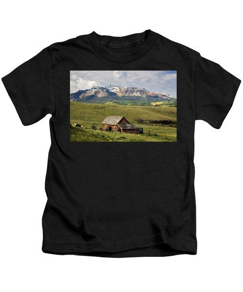 Old Barn And Wilson Peak Horizontal Kids T-Shirt
