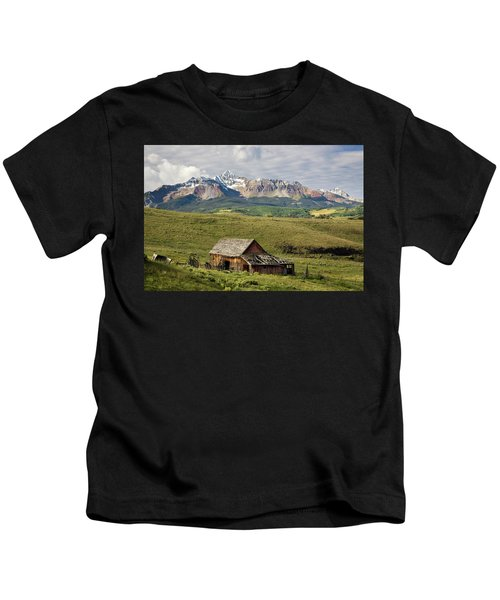 Old Barn And Wilson Peak Horizontal Kids T-Shirt