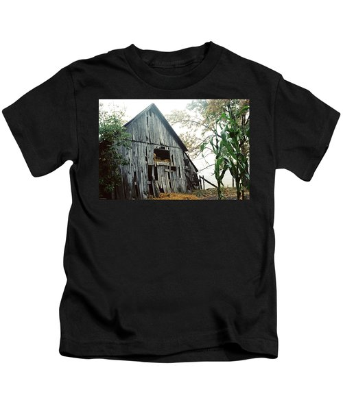 Old Barn In The Morning Mist Kids T-Shirt