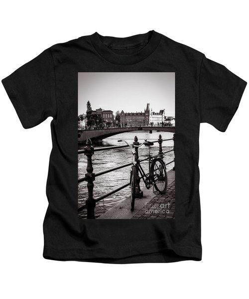 Old Bicycle In Central Stockholm Kids T-Shirt