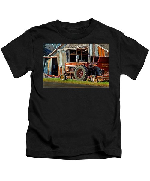 Old Red Tractor And The Barn Kids T-Shirt