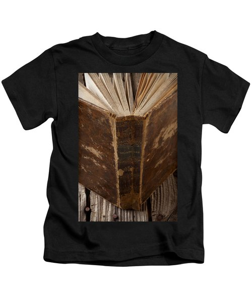 Old Shakespeare Book Kids T-Shirt