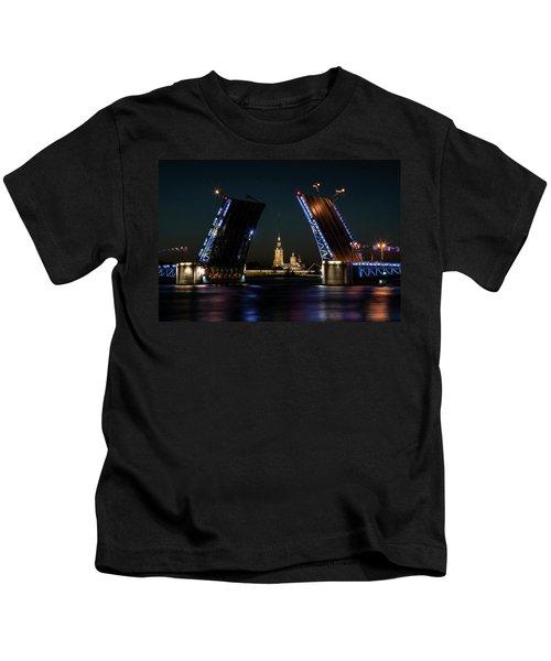 Palace Bridge At Night Kids T-Shirt