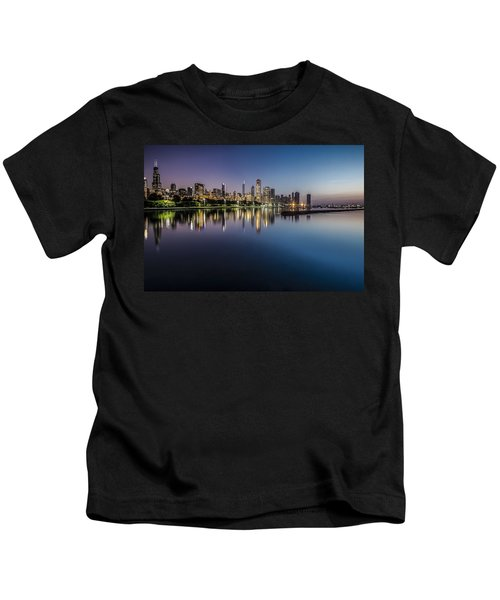 Peaceful Summer Dawn Scene On Chicago's Lakefront Kids T-Shirt