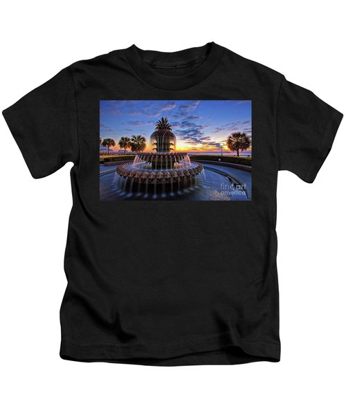 The Pineapple Fountain At Sunrise In Charleston, South Carolina, Usa Kids T-Shirt