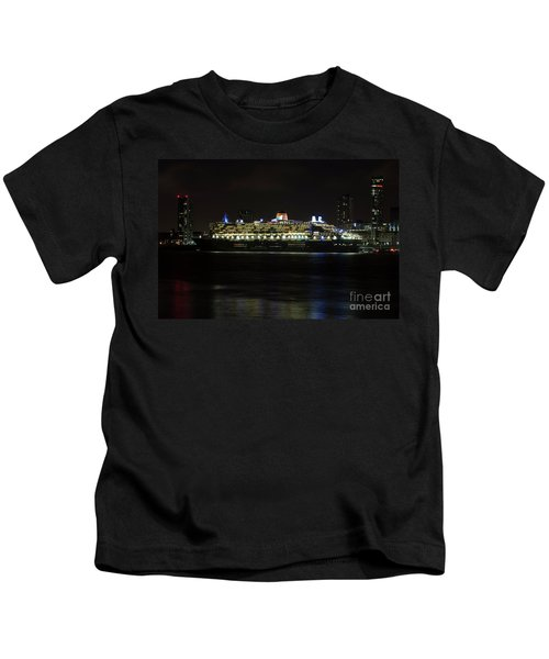 Queen Mary 2 At Night In Liverpool Kids T-Shirt