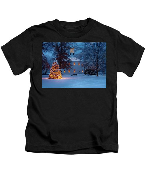 Richmond Vermont Round Church At Christmas Kids T-Shirt