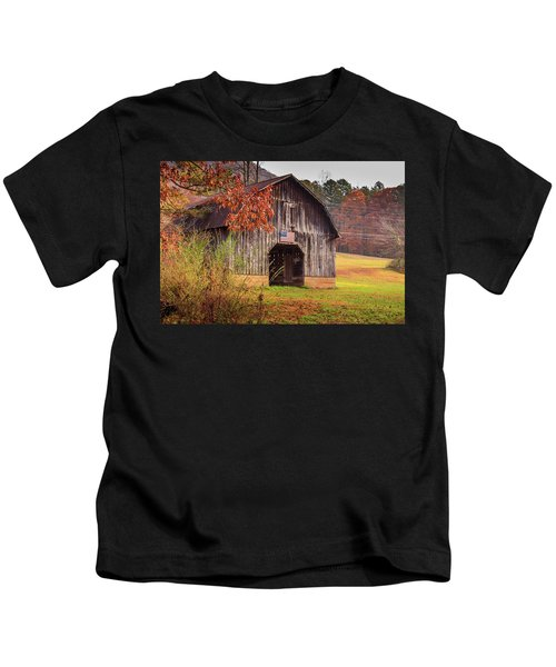Rustic Barn In Autumn Kids T-Shirt