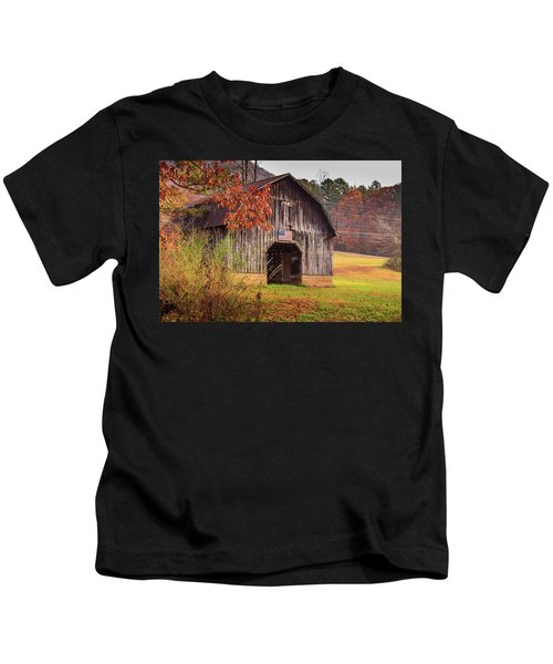 Rustic Barn In Autumn Kids T-Shirt