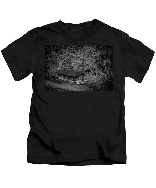 Rustic Log Cabin In Black And White Kids T-Shirt
