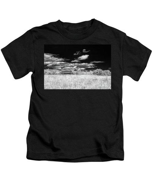 S C Upstate Barn Bw Kids T-Shirt