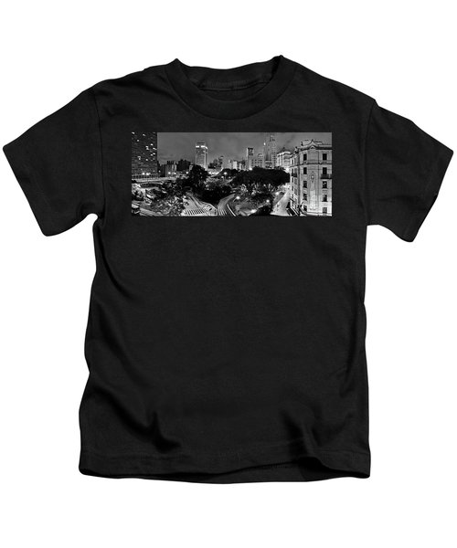 Sao Paulo Downtown At Night In Black And White - Correio Square Kids T-Shirt