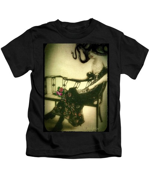 She Wore An Octopus On Her Head For A Hat Kids T-Shirt