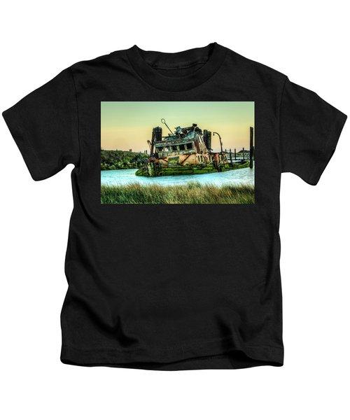 Shipwreck - Mary D. Hume Kids T-Shirt