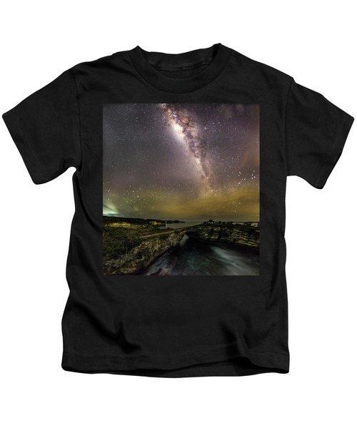 stary night in Broken beach Kids T-Shirt