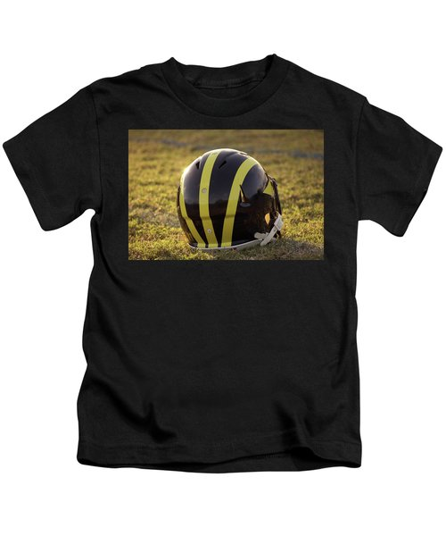 Striped Wolverine Helmet On The Field At Dawn Kids T-Shirt