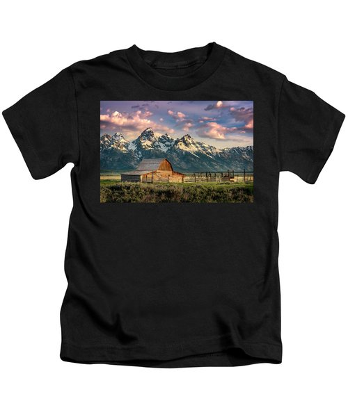 Sunrise In North Moulton Barn Kids T-Shirt