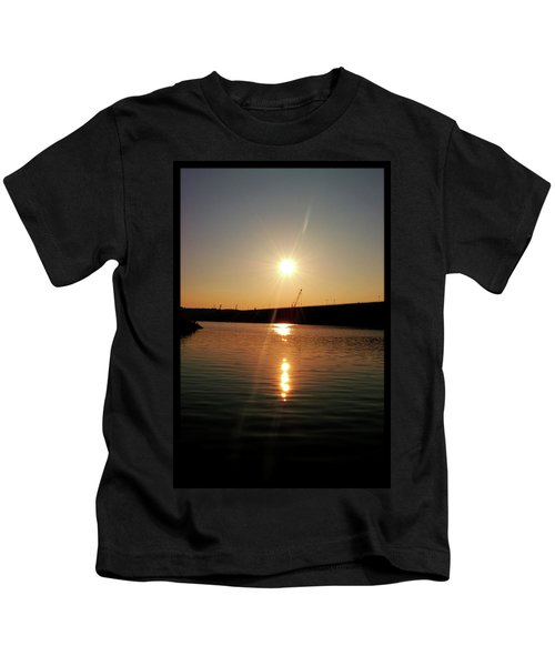 Sunset At Wolf Creek Dam Kids T-Shirt