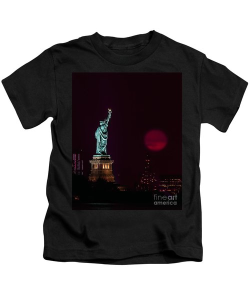Super Moon Rising And The Statue Of Liberty Kids T-Shirt