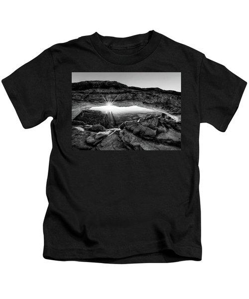 Supernatural West - Mesa Arch Sunburst In Black And White Kids T-Shirt