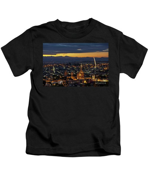 The Beautiful Spanish Colonial City Of San Miguel De Allende, Mexico Kids T-Shirt