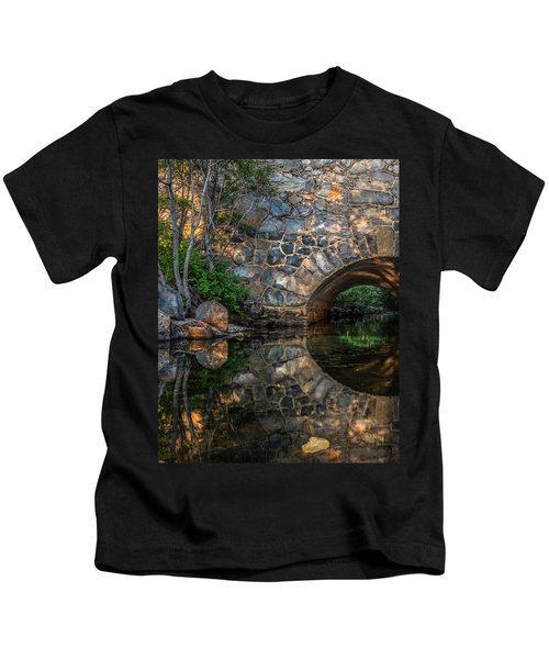 Through The Archway - 2 Kids T-Shirt