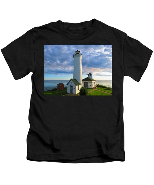 Tibbetts Point Lighthouse In June Kids T-Shirt