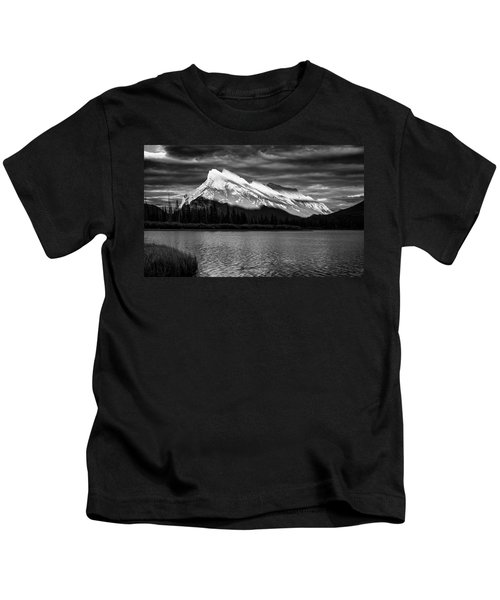 Vermillion Lakes And Mt Rundle Bw Kids T-Shirt